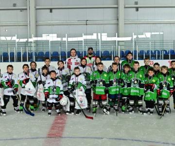 Самые маленькие хоккеисты буденновского клуба «Ника» сыграли первый настоящий матч.